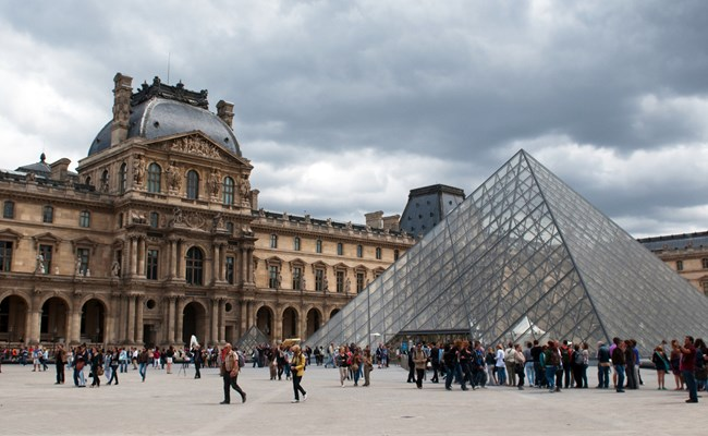france-paris-louvre-glass-pyramid-daytime.jpg