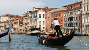 italy-venice-gondolier-in-canal-wide.jpg
