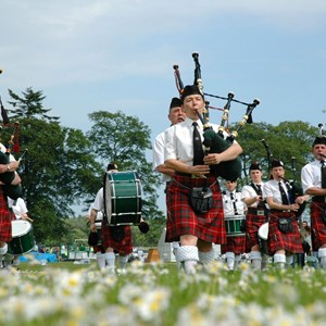 scotland-bagpipers.jpg