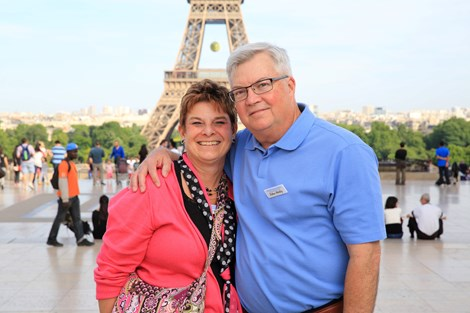 france-paris-eiffel-tower-with-happy-couple.jpg
