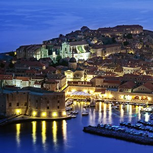 croatia-dubrovnik-city-at-night.jpg