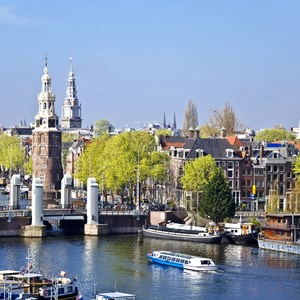netherlands-amsterdams-canal-traffic.jpg