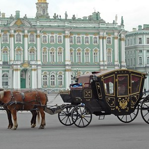 russia-st-petersburg-hermitage-palacewith-carriage.jpg
