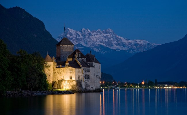 switzerland-lake-geneva-chillon-castle-at-night.jpg