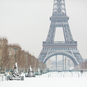 france-paris-eiffel-in-winter.jpg