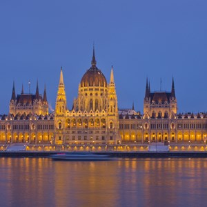 hungary-budapest-parliament-in-winter.jpg