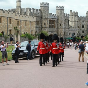 england-london-windsor-castle-changing-of-the-guards.jpg