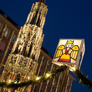 germany-nuremberg-christmas-market-tall.jpg