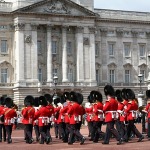england-london-buckingham-palace-house-guards.jpg