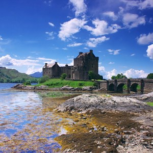 scotland-eilean-donan-castle-with-sky-and-water.jpg