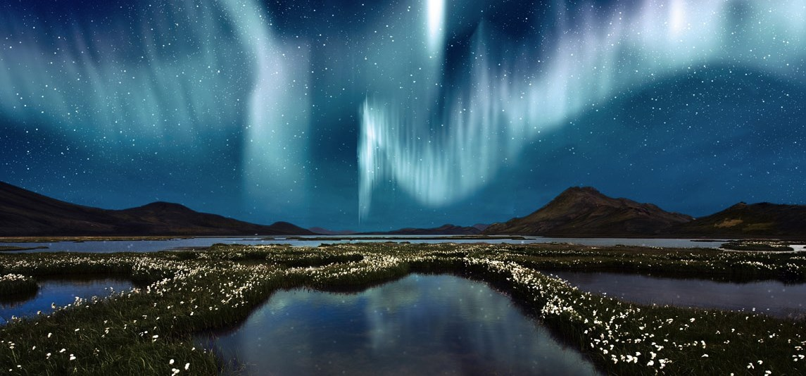 iceland-northern-lights-with-grass.jpg